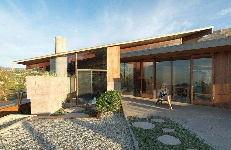 Casas modernas con fachada de madera home pinterest for Cubiertas minimalistas