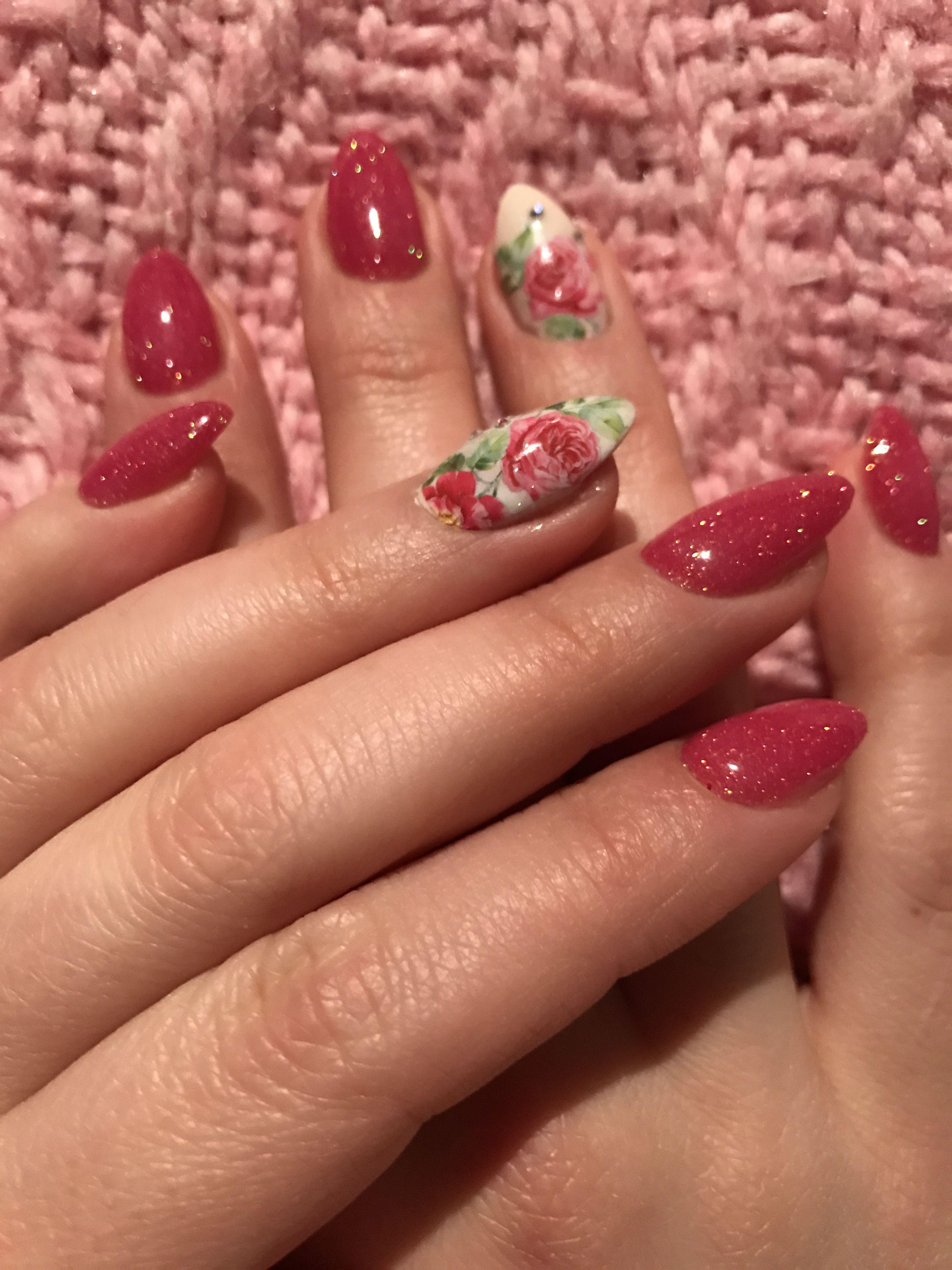 Ricostruzione unghie in gel mandorla color fragola con decoro nail art  redlipsmakeup crystalnails