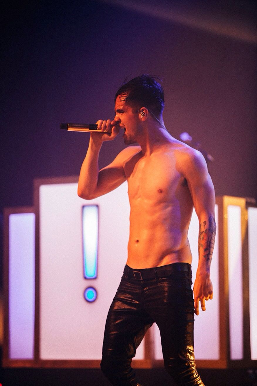 Wow I Love Him So Much Brendon Urie Shirtless Brendon Urie Panic At The Disco