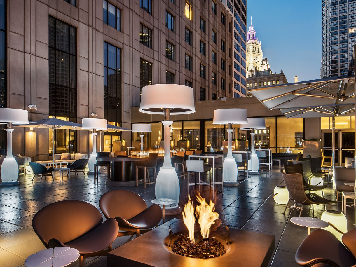 The 20 Hottest Rooftop Bars And Terraces In Chicago Right Now Eater Chicago Chicago Hotels Hotel Rooftop Bar Downtown Chicago Hotels