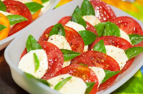 Italian Caprese Salad (Insalata Caprese) | Enjoy this authentic Italian recipe from our kitchen to yours. Buon Appetito!