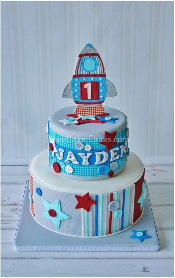 by Tamara Woutersen party cakes Pinterest Small cake Tiered