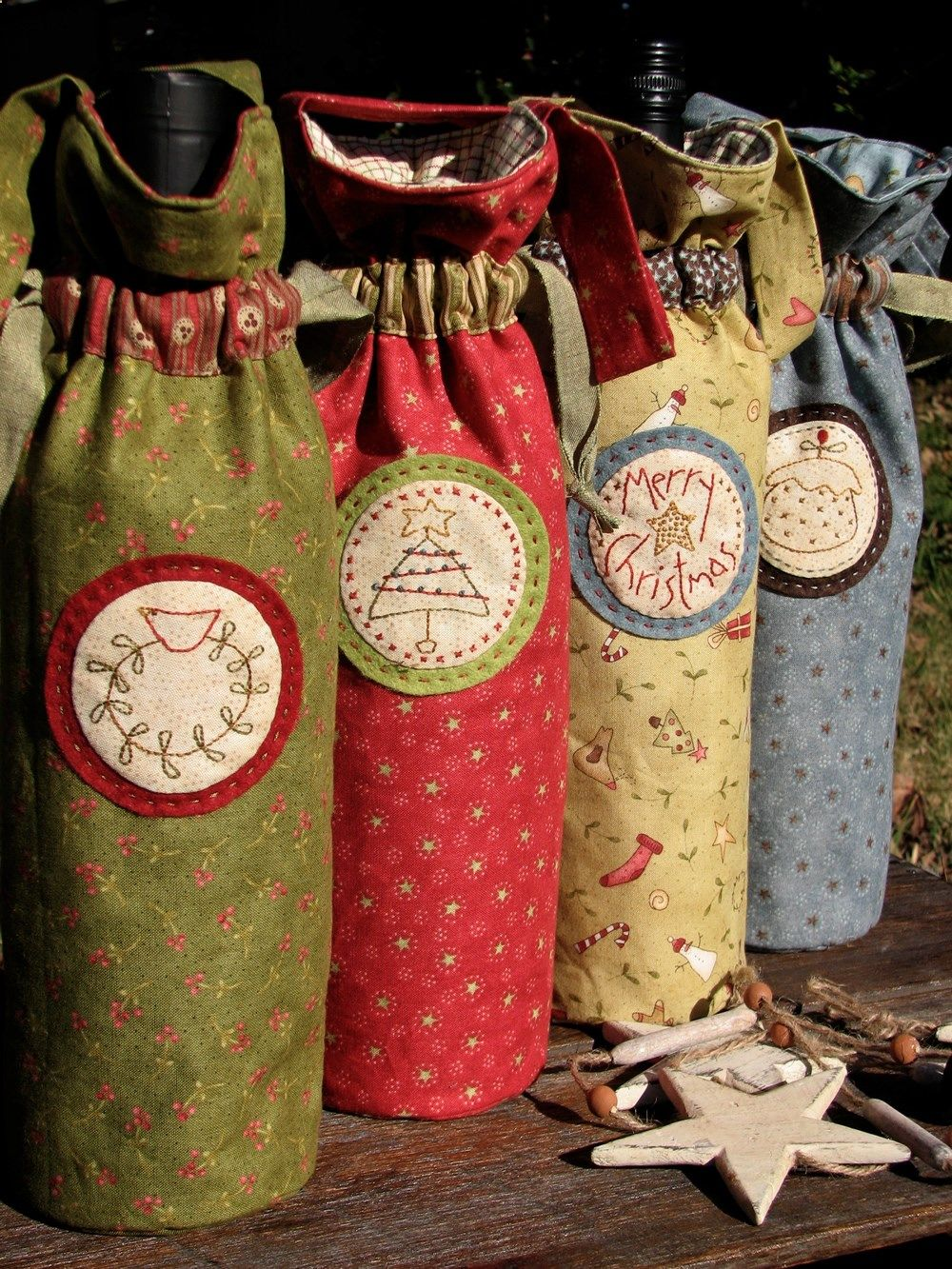 Sew Wine Bags I Would Prefer A Different Fabric But The Idea Is Good Wine Bottle Gift Bag Christmas Sewing Crafts