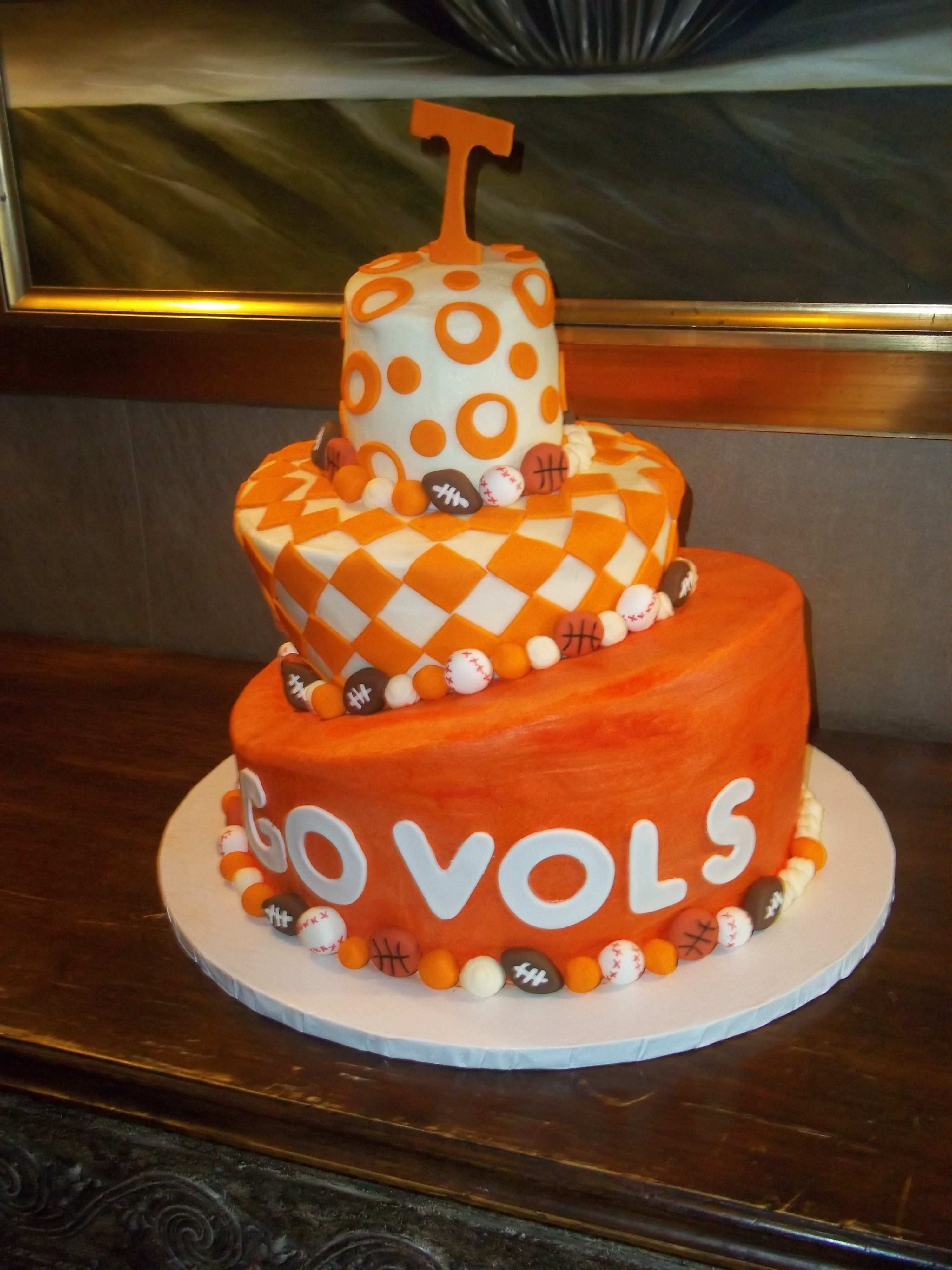 d2382e1b879bd3dc4232809d3f1e6c6d tennessee ut vols groom's cake groom's cakes pinterest cake