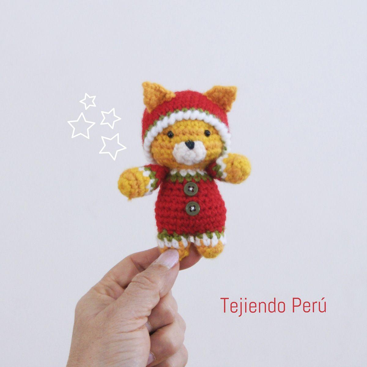 Gato bebé en pijamas esperando Navidad! Está tejido a crochet ...