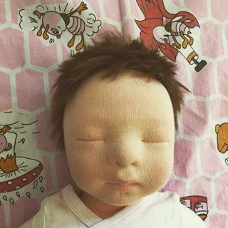 How peacefully she sleeps...❤️ I'm so in love ???? #littlehannydolls #artdoll #dollart #dollartist #slowdoll #instaart #needlefelting #realisticdoll #realsizedoll #customdoll #collectdoll #dollcollecting #naturalfiberartdoll #oakdoll #waldorfinspireddoll #reborninspireddoll #reborndoll #clothesdoll #babypuppe #handmadedoll #handmade #手作 #dollsneedlefelt