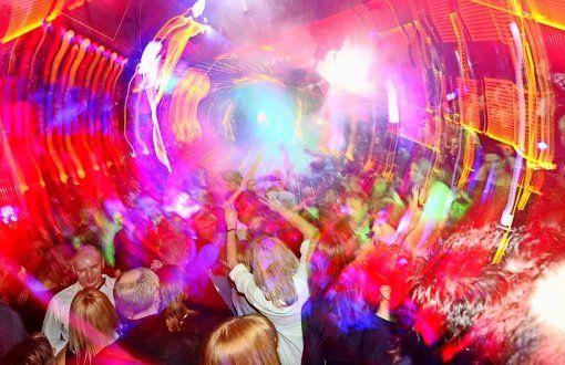 Stuttgart: Stadträte wollen das Nachtleben fördern Die Clubs im Zentrum sollen künftig bezuschusst werden. Insgesamt 50.000 Euro werden an Clubbetreiber ausgeschüttet. Mit dem Geld will der Gemeinderat ihre kulturellen Leistungen würdigen.