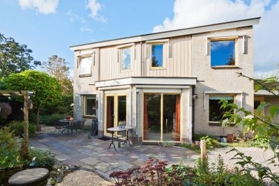 Wat een bijzonder huis, deze ecologische villa aan De Goedemeent 35 in Purmerend.