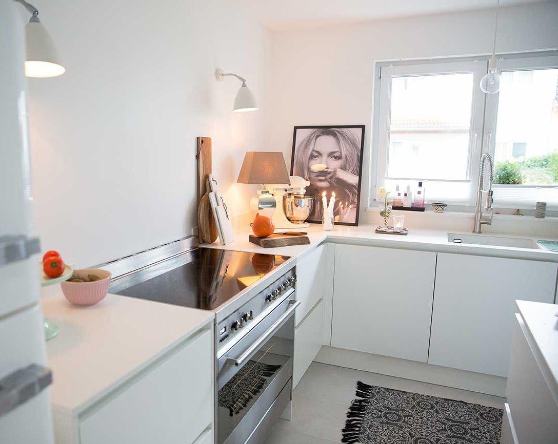 Lechner Küchen ~ Küche smeg kühlschrank weiß weiße arbeitsplatte von lechner