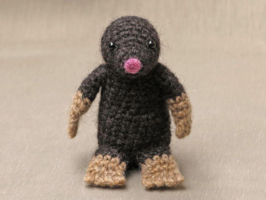 Crochet little mole www.haekelherz.de | Maulwurf, Basteln, Pauli ... | 638x850