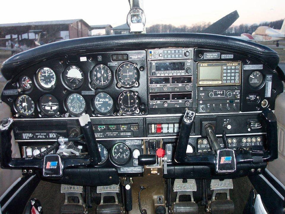 Piper warrior   Flight simulator cockpit, Piper aircraft