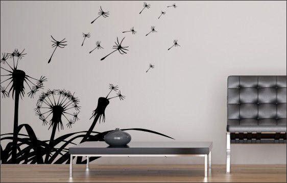 szablony malarskie w formie dmuchawców na ścianie z nowoczesnym fotelem