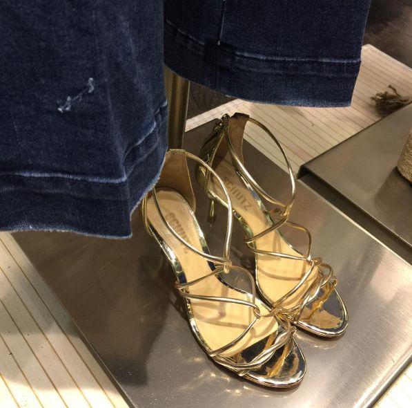 tretzesabatesGold❕#sandals #shutz #party #glamour #instacool #instafashion #cool #loveit