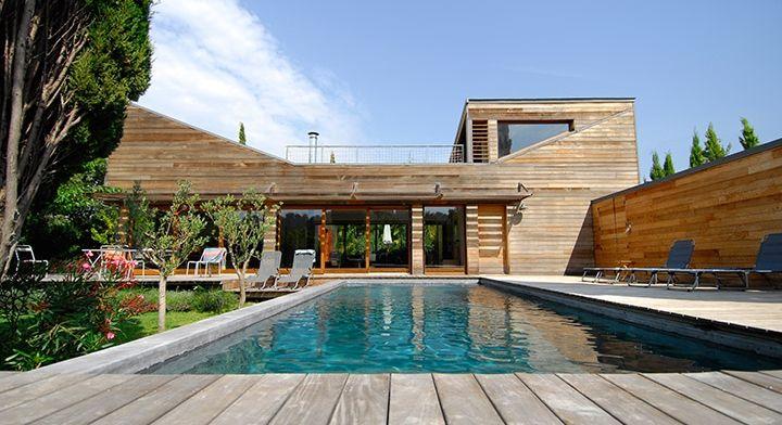 Maison en bois contemporaine avec piscine béton Piscines Carré - maison avec tour carree