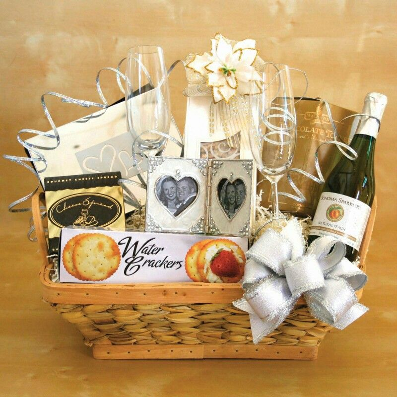 Unique Wedding Gift Basket Ideas: Pin By Bonnie Deladurantaye On Gifts To Give