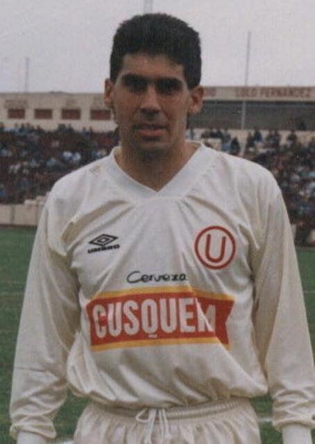 Álvaro Barco Jugó en @Universitario de 1988 a 1992 y regresó para jugar en 1996 y 1997. Campeón en 1990 y 1992...