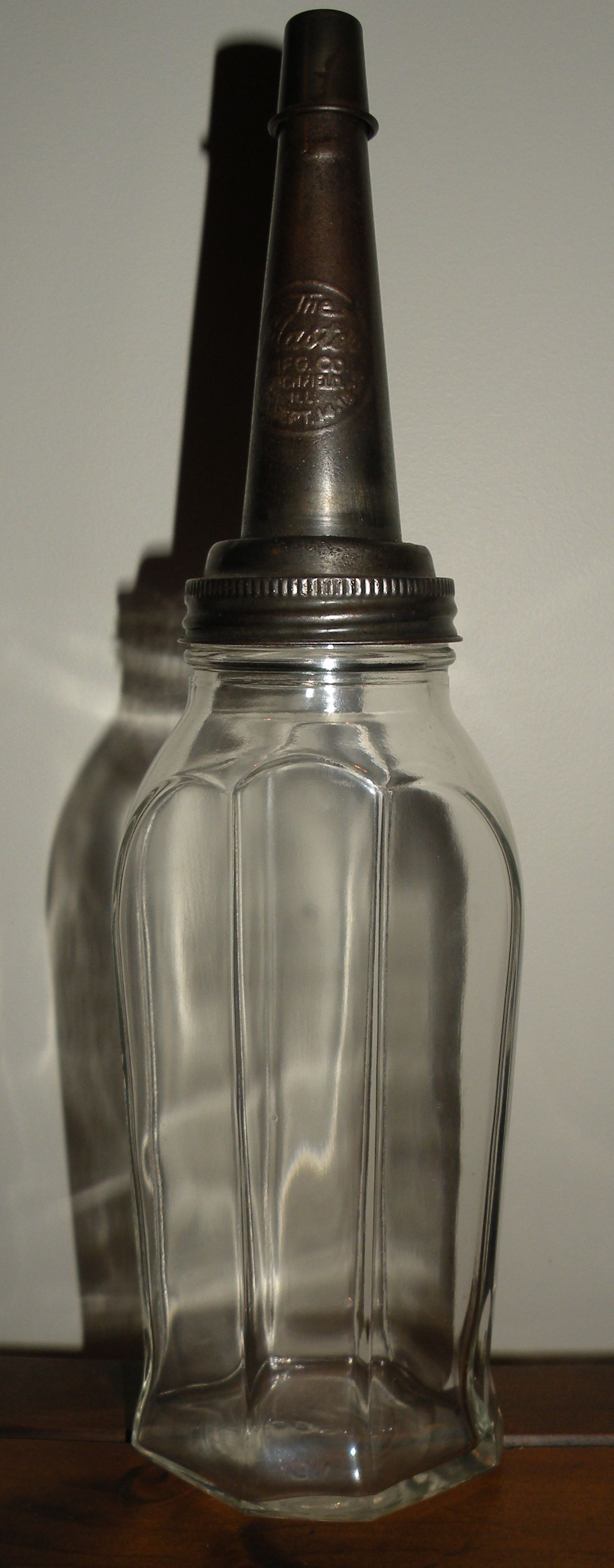 I Love These Unusual Motor Oil Bottles They Look Great Vintage Oil Cans Vintage Gas Pumps Oil Bottle