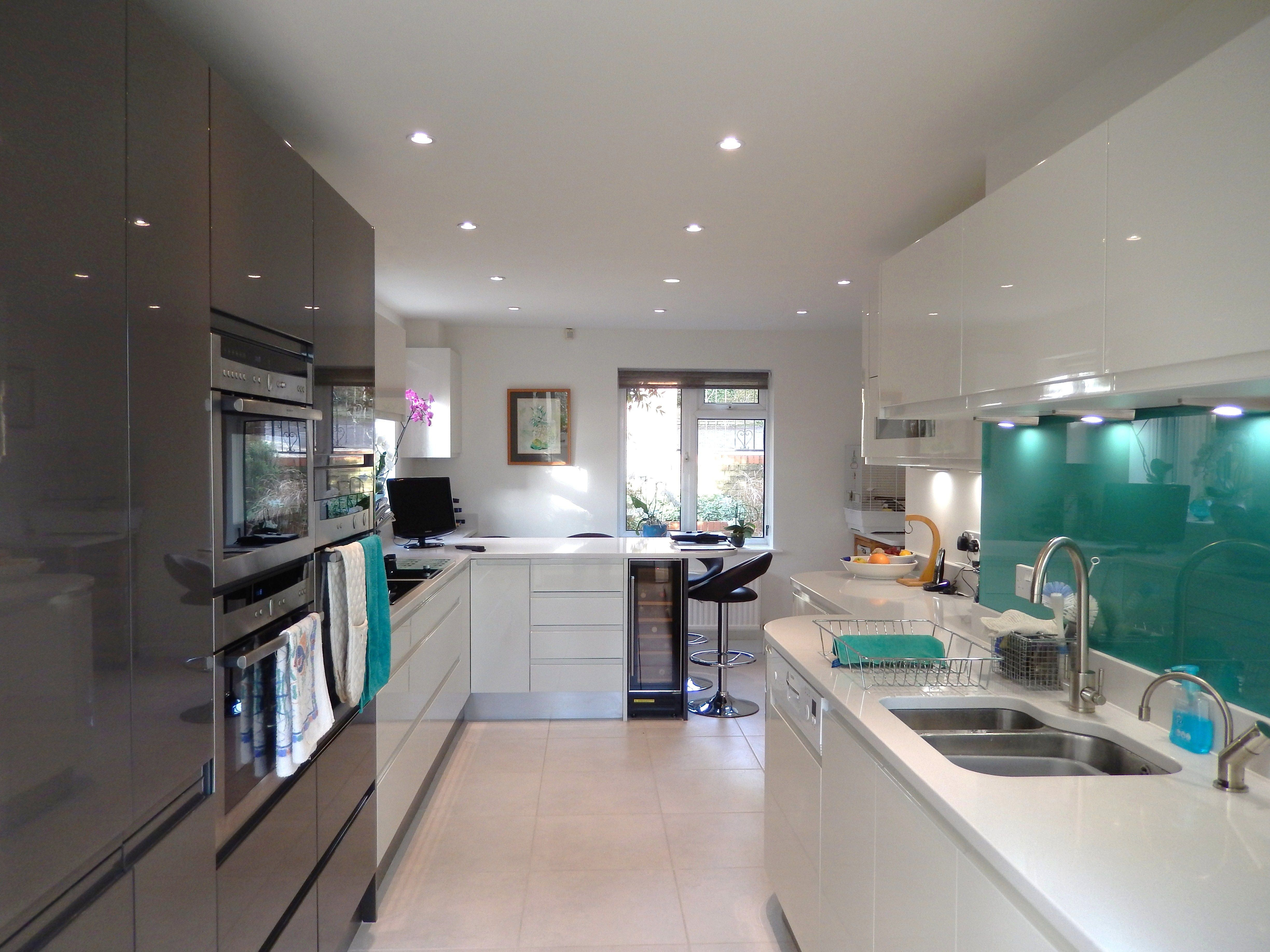Contemporary White Handleless Kitchen We Love The Use Of A Teal Splashback To Add A Wow Factor Winchester Kitchen G White Kitchen Kitchen Kitchen Projects