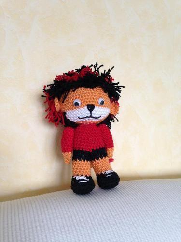 Gehäkelte DEKO-Puppe in schwarz und rot :)