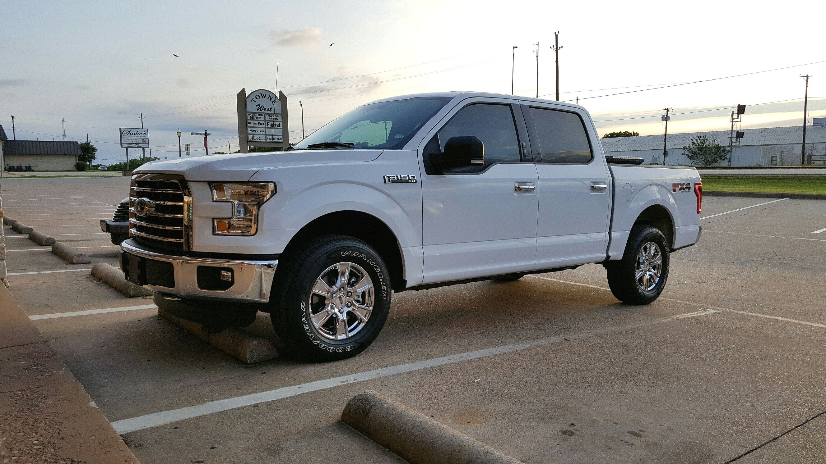 2 5 Leveling Kit Vs 4 Suspension Lift With Factory 20 S Ford With 2 In Leveling  Kit And 2 5 Leveling Kit Vs 4 Suspension Lift Factory 20s F150 No Steps On  ...