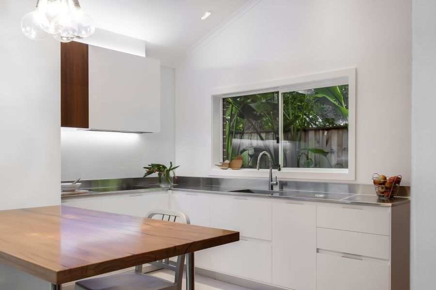 Contemporary Kitchen Makes Room For Home Office and Laundry - offene küche wohnzimmer abtrennen