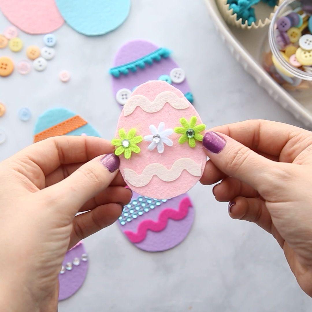 FELT EASTER EGGS - such a fun Easter craft for kids! #bestideasforkids