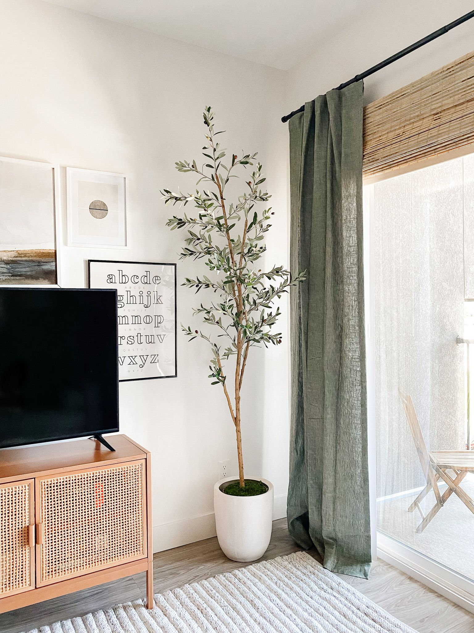 Decorating My First Apartment: A lesson in budget-friendly classic pieces and creating moments