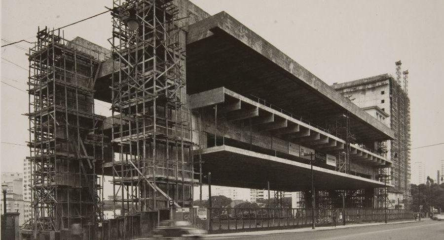 1965 - Registro da construção do Museu de Arte de São Paulo (Masp) iniciada em 1956. O museu é um dos mais importantes da América Latina.
