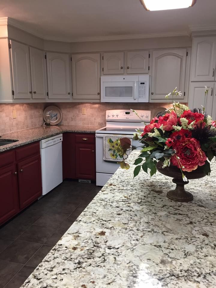 Dark lower cabinets and white uppers | Low cabinet ...