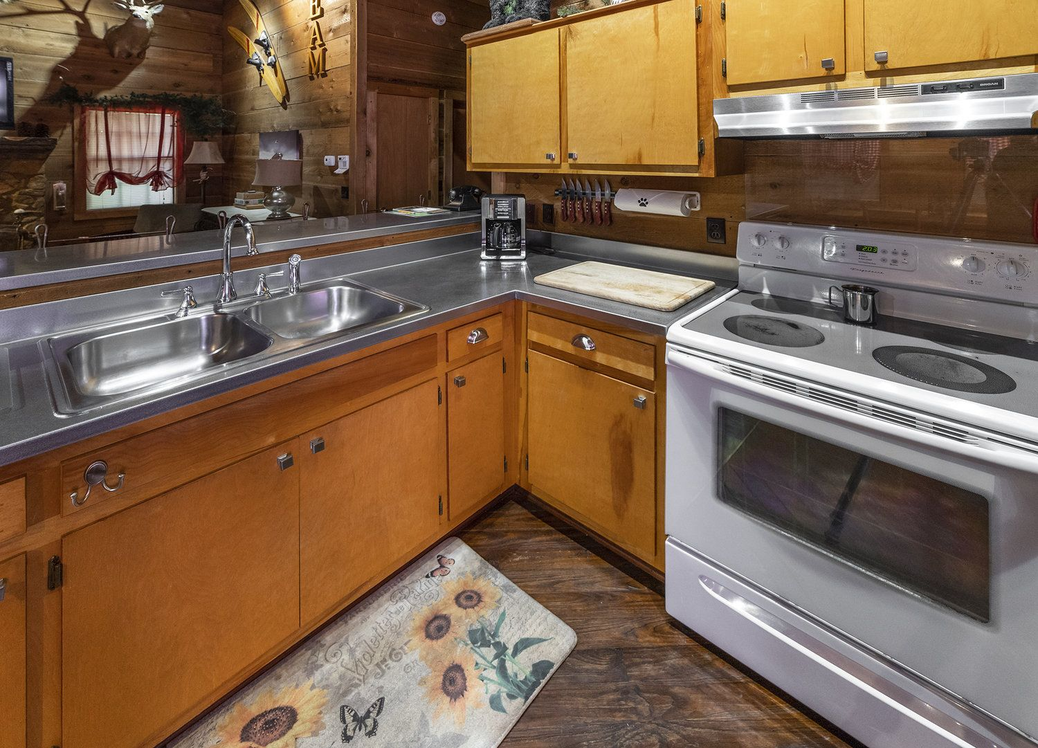 Cabins National Natural Landmark Dismals Canyon In 2020 Cabin Cabin Rules Kitchen Stove