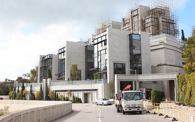 Hong Kong S Twelve Peaks The World S Most Expensive Houses Per