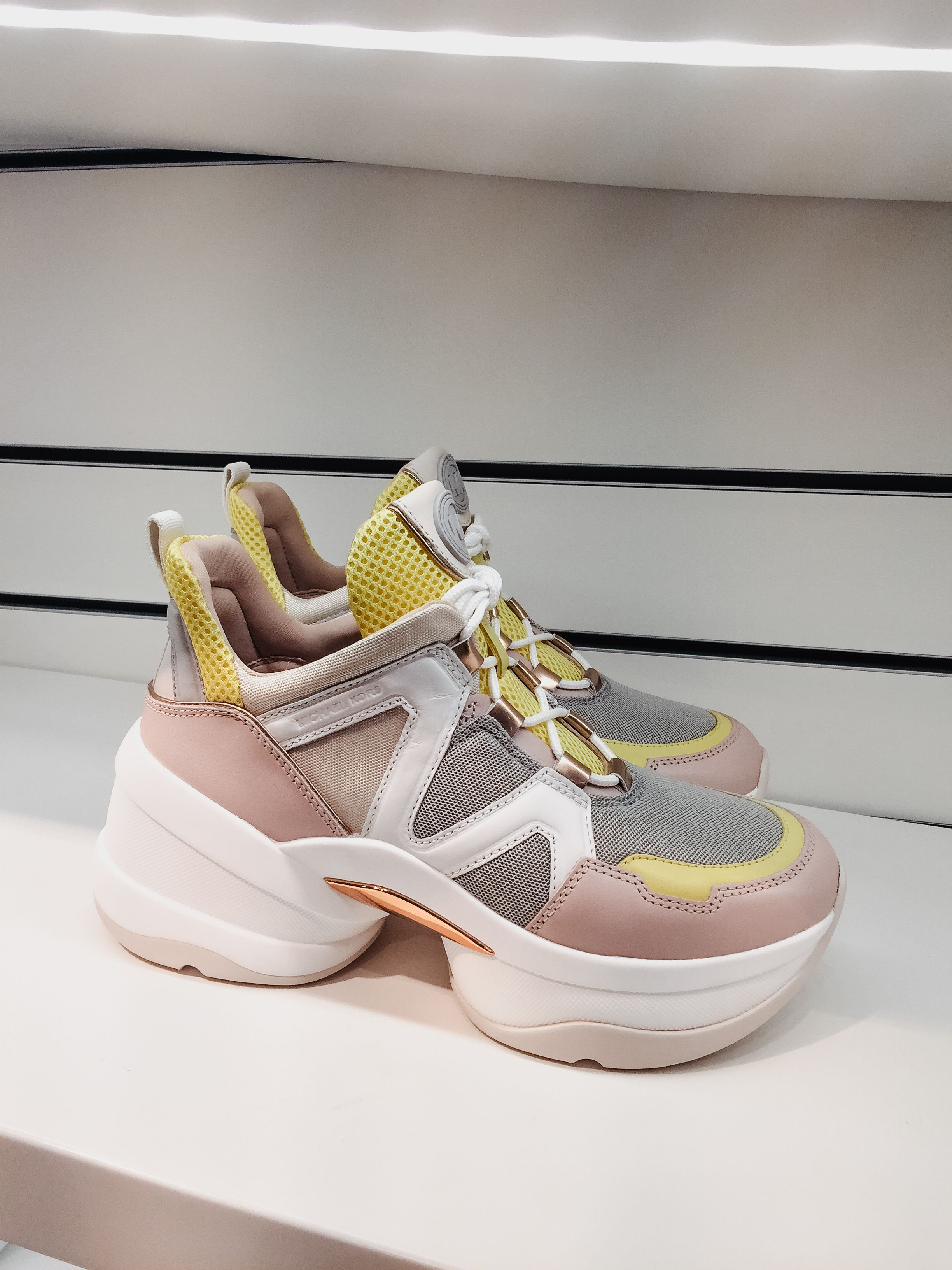 Pin auf Ugly Sneaker
