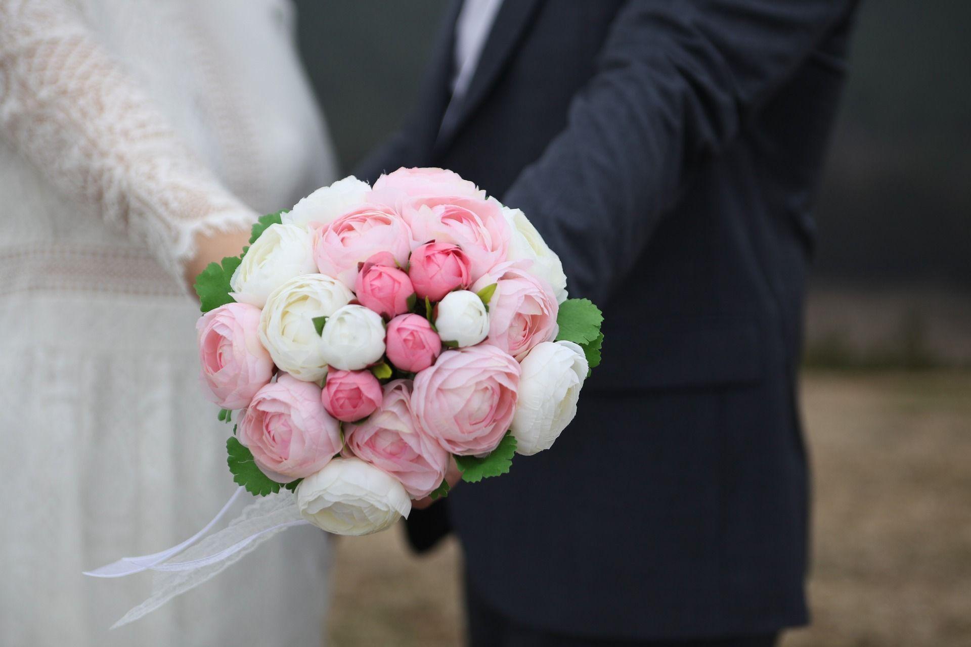 Bukiety Slubne Inspiracje 2017 Najpiekniejsze Bukiety Slubne I Kwiaty Do Dekoracji Kosciola I Sali Wedding Bouquets Moissanite Wedding Set Wedding Planner Uk