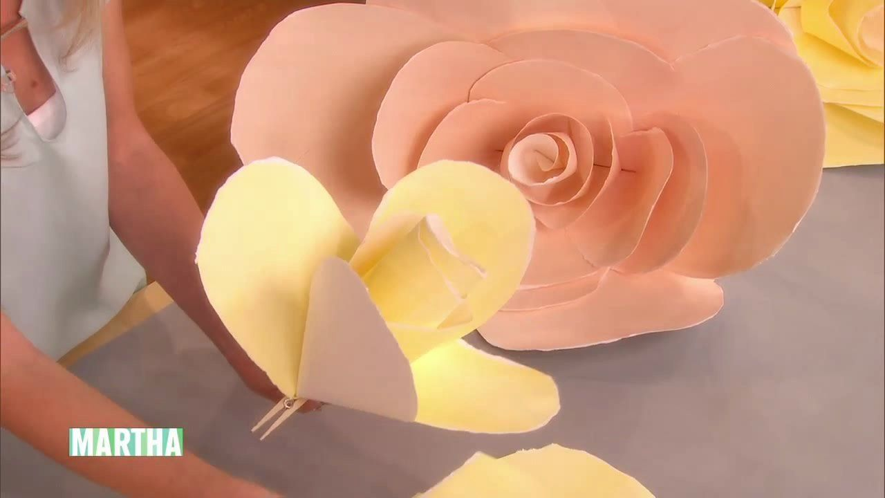 Oversize Paper Roses HowTo  Noel Rose and Crafts