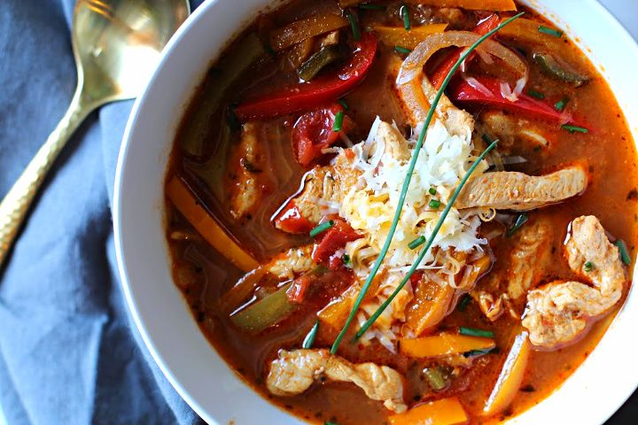 Chicken Fajita Soup Recipe. Easy, healthy, a weeknight dream dinner. #recipeforchickenfajitas