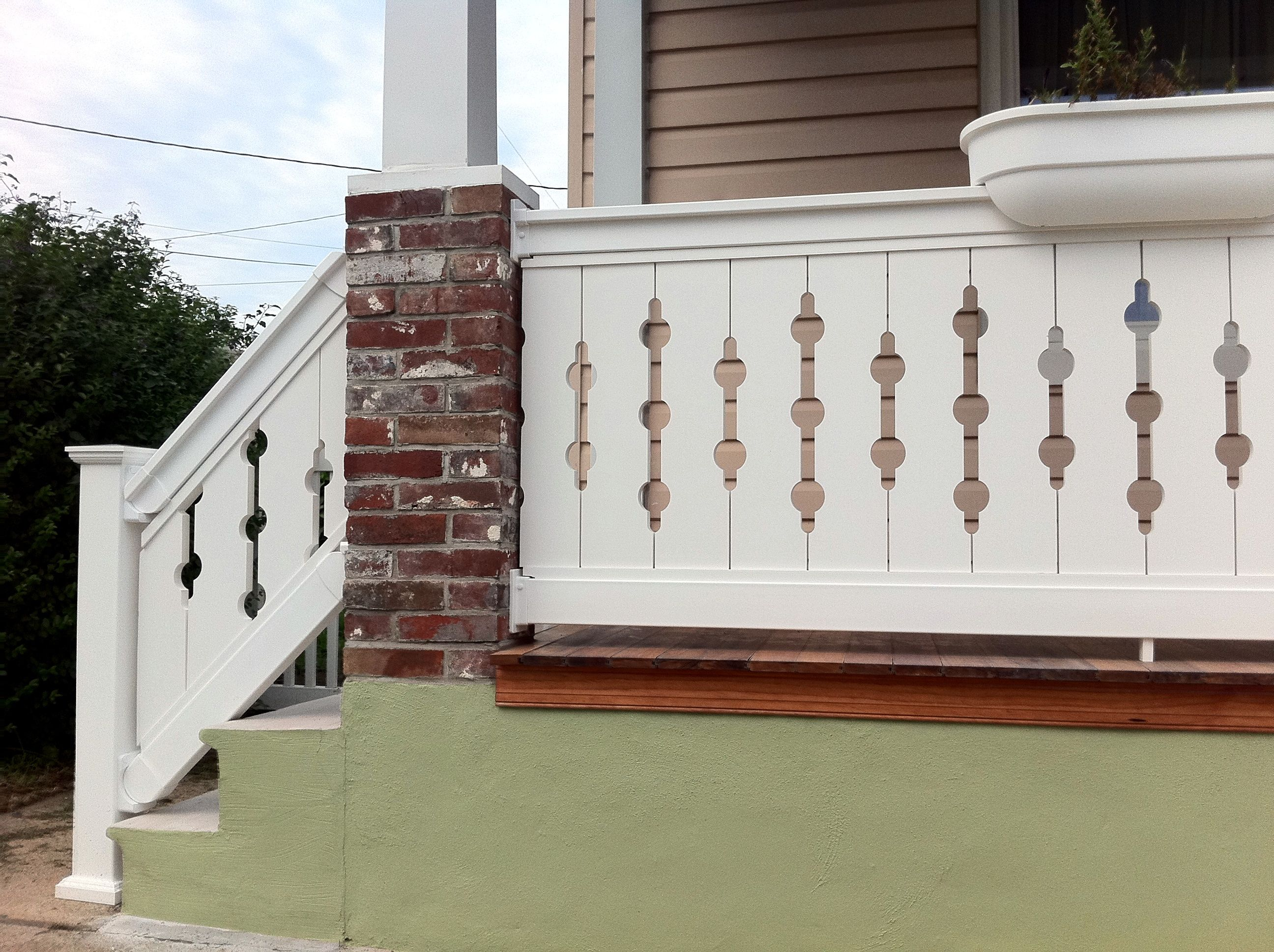 Best Together The Panels Of The Spindle Sawn Baluster Create A 640 x 480