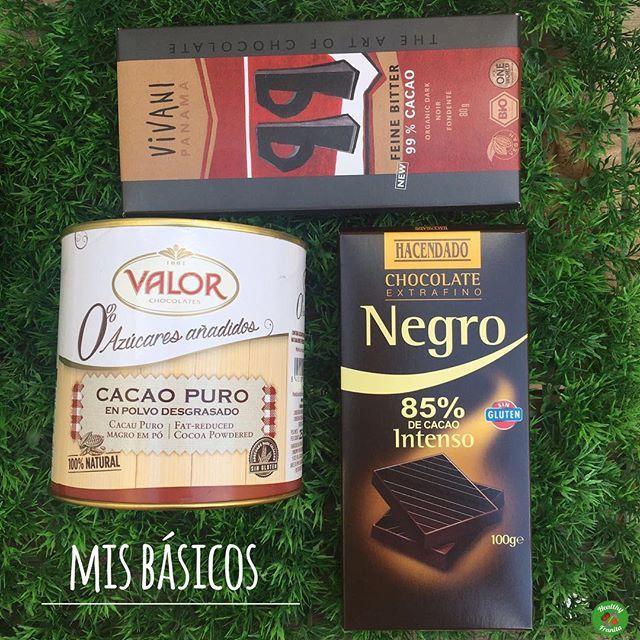 ¡Hora de merendar!. ¿Tienes ganas de chocolate?, pues aquí te dejo algunas ideas. .  Me encanta el chocolate en cualquiera de sus versiones jaaajaj pero si nos queremos cuidar hay que optar por productos bajos en azúcar. . . Estos son MIS BÁSICOS que muchos de vosotros ya conoceréis: .  Chocolate negro BioSpirit 99%; también lo tenéis en 92% y lo podéis comprar en la web de @masmusculocom.  Chocolate negro 85% en Mercadona.  Cacao puro desgrasado @chocolatesvalor ...