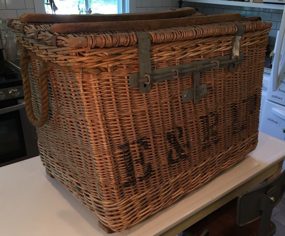 E R Ltd Antique Rattan Wicker Metal Steamer Ship Trunk Vintage Circa 1800s Met Afbeeldingen Huis Decoraties Decoraties