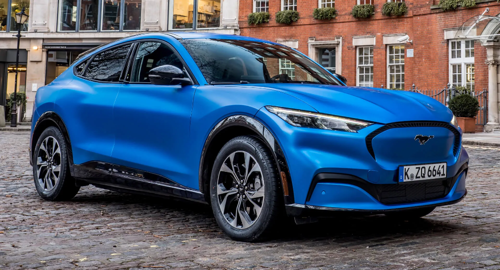 Euro Spec Ford Mustang Mach E Electric Crossover Unveiled With 600 Km Range In 2020 Electric Crossover E Electric Ford Mustang