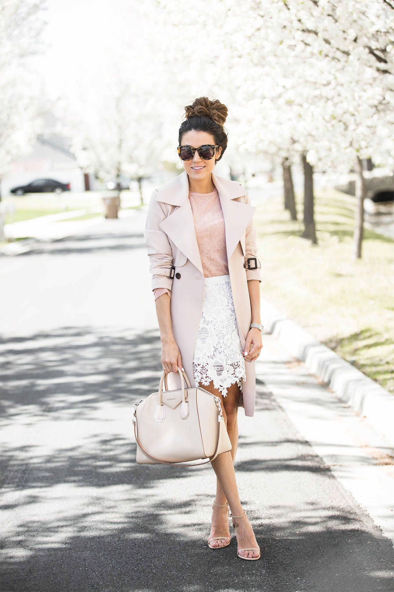 dd88ebb70849 DETAILS: BLUSH TRENCH (SIMILAR HERE) | PINK TEE (OLD – SIMILAR HERE AND  HERE) | WHITE LACE SKIRT (SIMILAR UNDER $70 HERE) | NUDE SANDALS | TORTOISE  ...