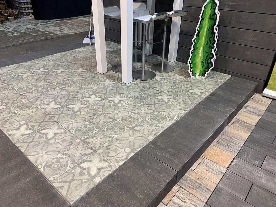 Stilvolle Ornamentplatten Als Akzent Setzen Mit Der Neuen Latio Ornamento Von Diephaus Lassen Sich Ganz E Terrassenplatten Terrasse Gestalten Schone Terrasse