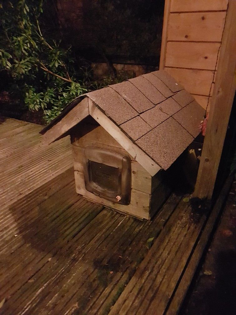 Cat house ' insulated! Can make from spare bits for £60
