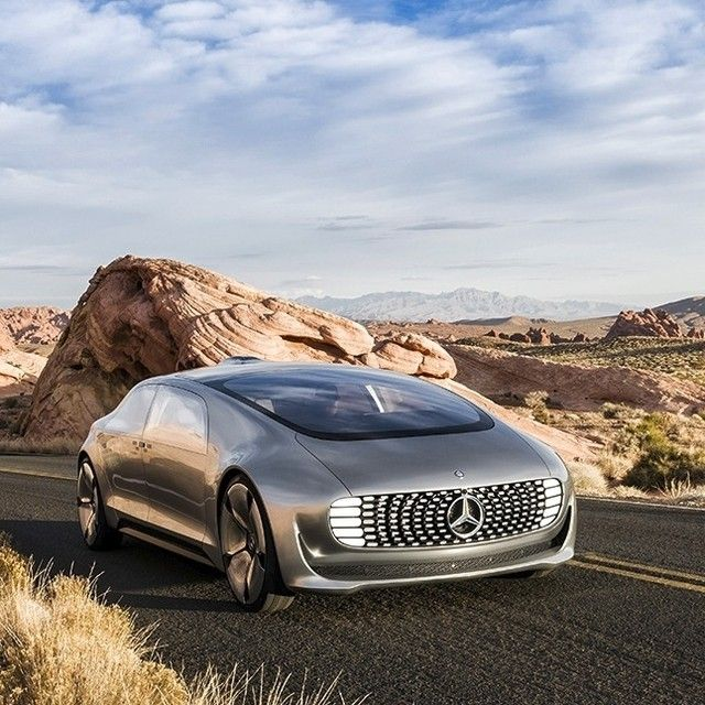 Private Space And Time Are Luxury Commodities The F 015 Luxury In Motion Research Vehicle Offers Both Making Life More Comfortab Carros Incriveis Auto Carros