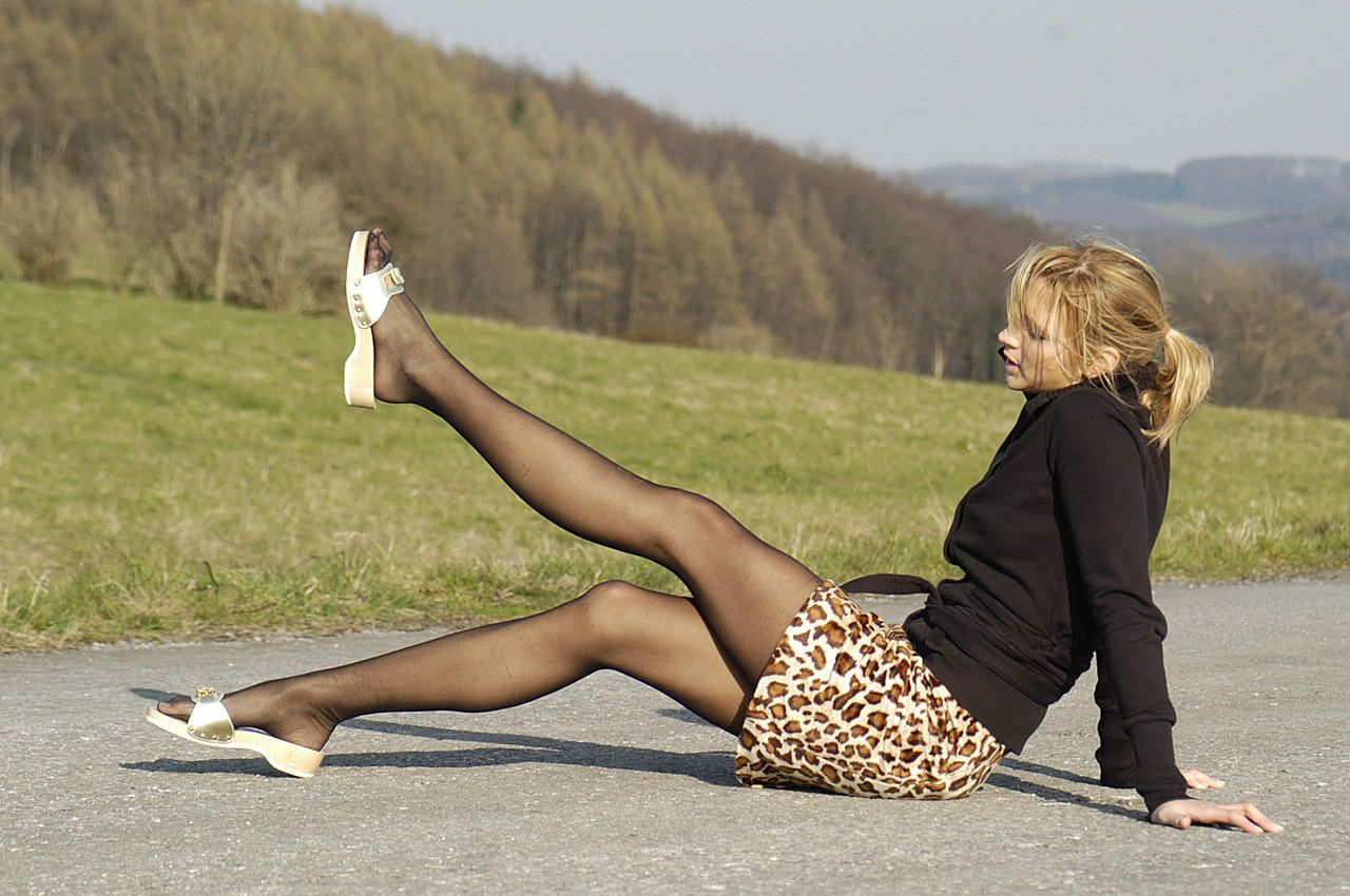 Pin By Pantyhose Lover On Pantyhose Wooden Sandals