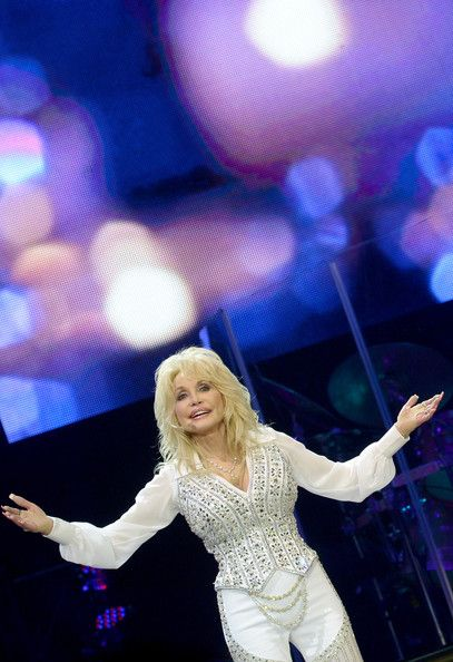 Dolly Parton - Dolly Parton Photos - Dolly Parton Performs in Knoxville - Zimbio