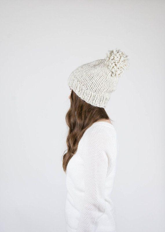 Punto Slouchy sombrero con pompones / el PERMAFROST / por ozetta