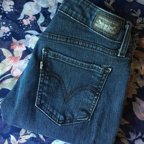 Levi's 535 Leggings size 7 regular. dark indigo wash. great condition, lightly worn! supposed to be leggings, but a thick denim material. very skinny on legs. Levi's Jeans Skinny