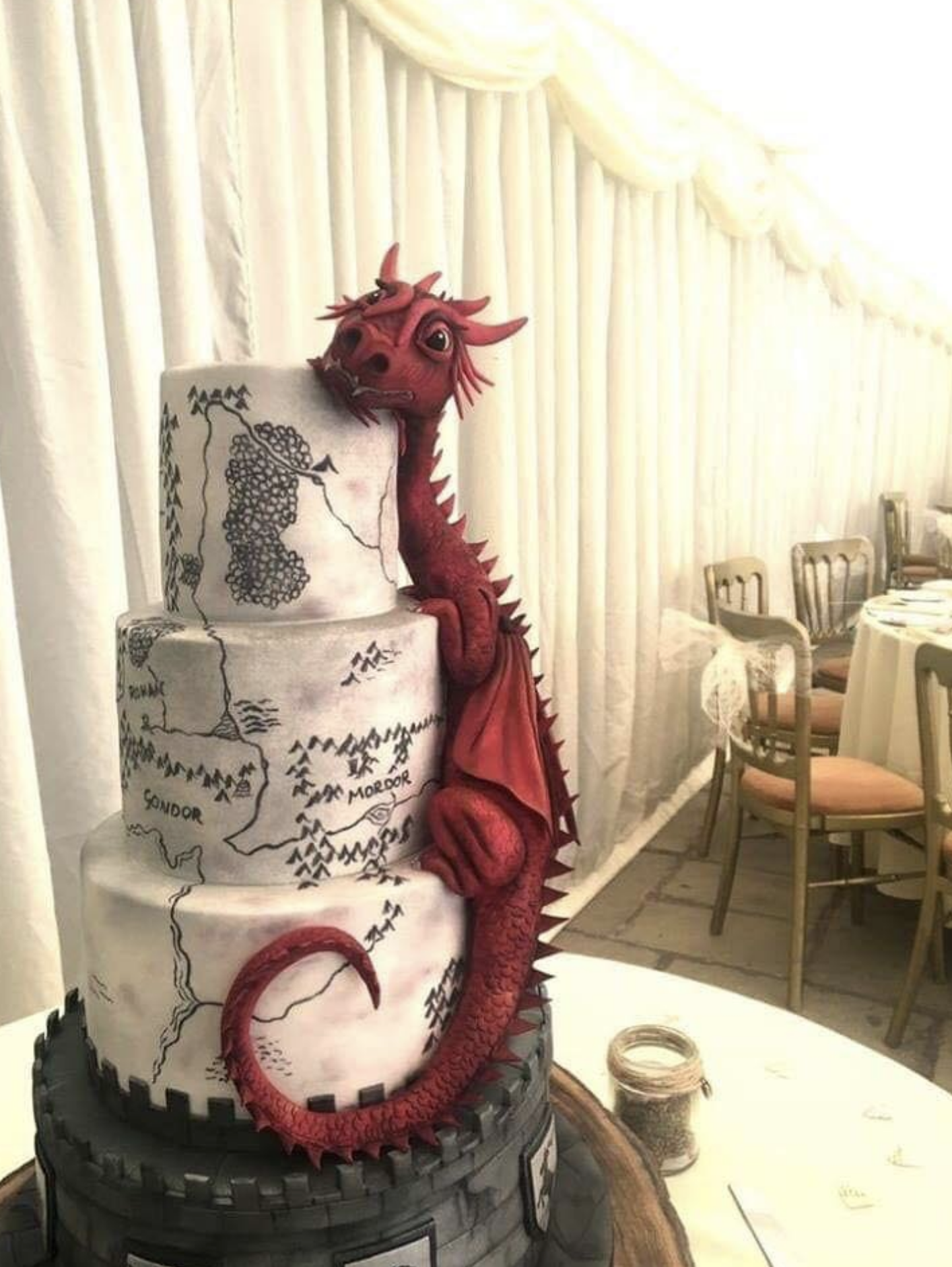 Psbattle This Dragon Cake Photoshopbattles Dragon Cakes