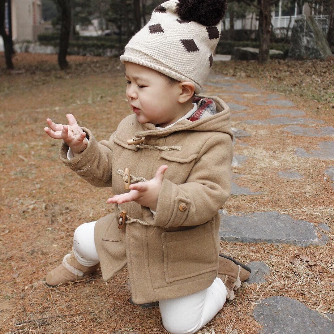손에 묻은거는 탁탁 털고 일어나면 된다 아들! #일상#데일리#애스타그램#육아스타그램#20개월#아들스타그램#베이비룩#맘스타그램#adorable#cute#훈남#loveyou#jetaime#베이비인스타#사무엘#사무엘스타그램 by e8young2