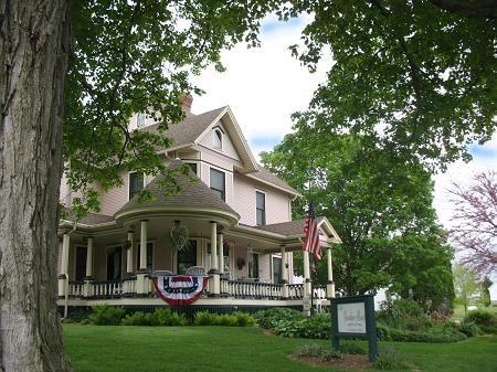 C 1903 Victorian Queen Anne In Lost Nation Iowa Historic Homes For Sale Historic Homes Historic Home